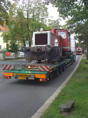 Lokomotive auf Transporter