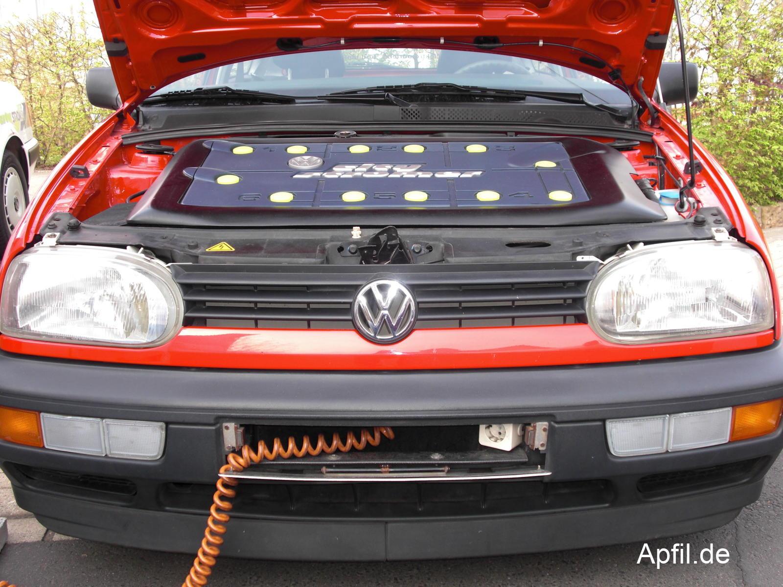 VW Golf citySTROMer mit Stromkabel